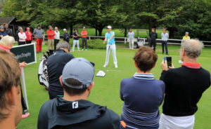 How can you quickly adapt to the speed or slowness of greens? - Open Golf Club