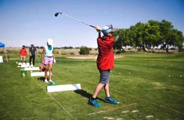 Stages de golf junior pendant les vacances.